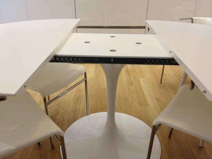 EERO SAARINEN EXTENDABLE TABLE