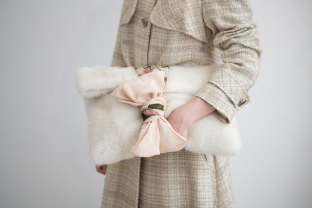 25JANVIER TWEED TRENCH COAT, 25JANVIER MINK CLUTCH BAG http://www.25janvier.com/products/detail.php?product_id=222  #25janvierparis #Minkclutch #bag  #scarf #fashion #chic
