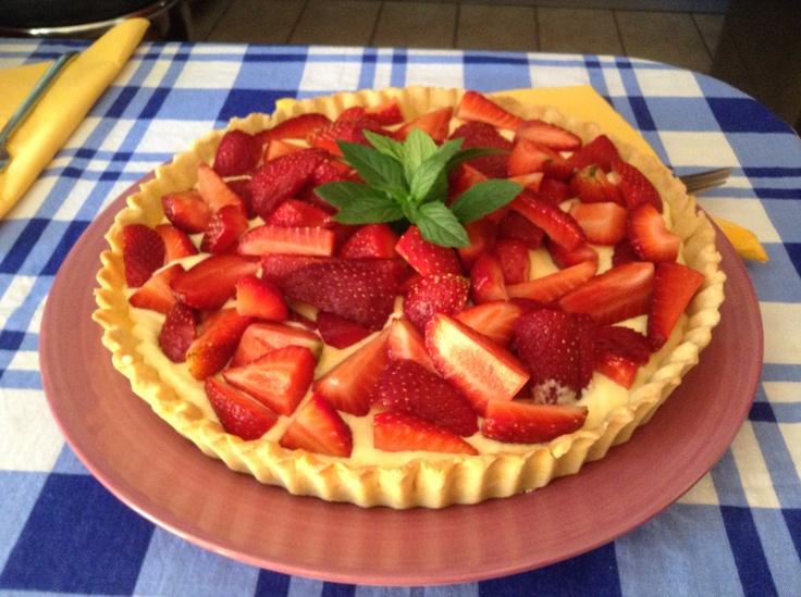 Fresh mascarpone and strawberry tart