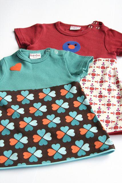 romper + lapje stof = babyjurkje! En voor de grotere meisjes: T-shirt + lapje stof = meisjesjurkje