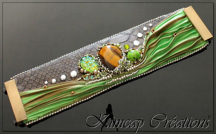 KCSH011 Manchette Shibori taupe serpent brodé ruban Shibori vert anis et taupe/marron : Bracelet par kimcap-creations j'adore