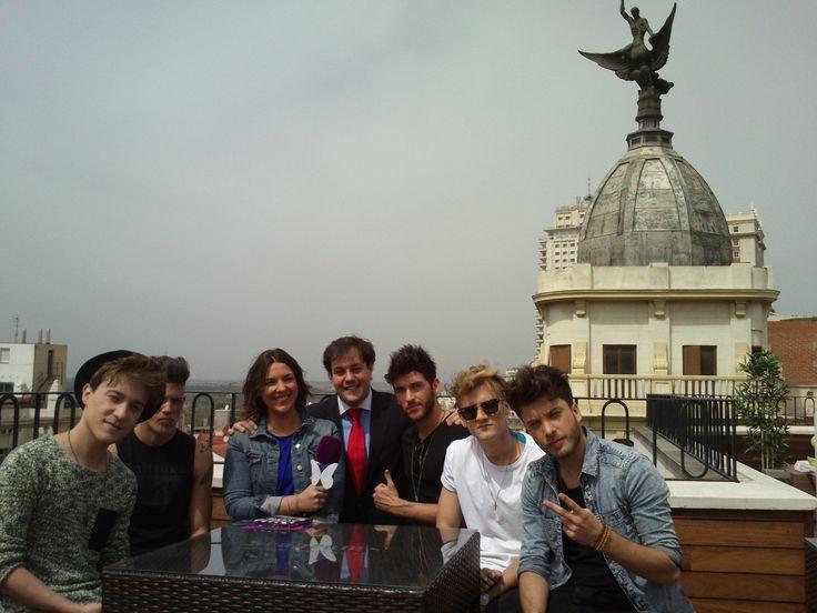 El programa de televisión Cazamariposas ha elegido para grabar una entrevista al grupo Auryn una de nuestras terrazas situada en la Gran Vía de Madrid, la del hotel Vincci Vía 66. Aquí os mostramos un avance del reportaje protagonizado por la 'boy band'.