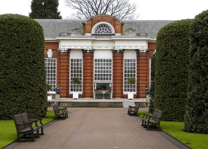 High tea at the Orangery with Paul. Beautiful gardens of Kensington Palace. Cecilia was the third guest in uetero :)