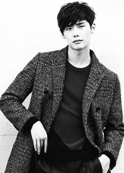 OH! His name is Lee Jong Suk! hahaha..just done with Pinnochio and he's so cuteee WAHHH. looks rather feminine tho. #leejongsuk'sfansdontkillme