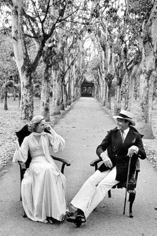 Carolina Herrera with her husband at home, 1974