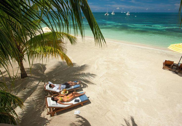 """Sandals Negril Beach Resort & Spa Negril, Jamaika (Karibik) Das erwartet Sie: Das Club Resort liegt direkt an der bekannten """"Seven Mile Beach"""", dem längsten Strand von Negril an der Westküste Jamaikas. Das Stadtzentrum von Negril ist nur ca. 10 min Fahrt entfernt."""