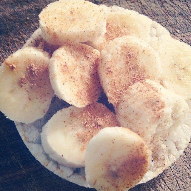 Rijstwafel met kokosvet, plakjes banaan en wat kaneel // Vivian Reijs - @vivianreijs // 23-08-2014