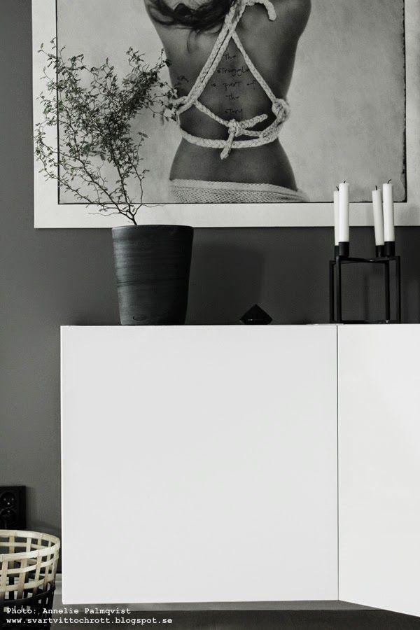 vägghängt skåp, vägghängd skänk, diy ikea, diy möbler, vitt, vägg, väggar, vita, tavla love warriors, gråmålade väggar, grått och vitt, gråa och vita, grå, vit, svart, svarta, inredning, korg