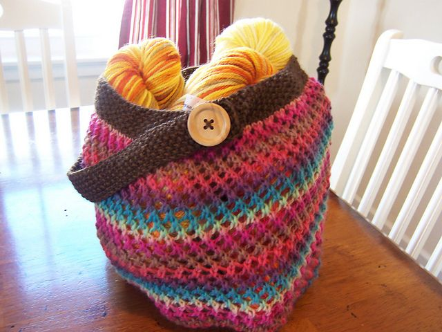 Cute crocheted market bag--love this variation.  Adaptation of a free Ravelry pattern.