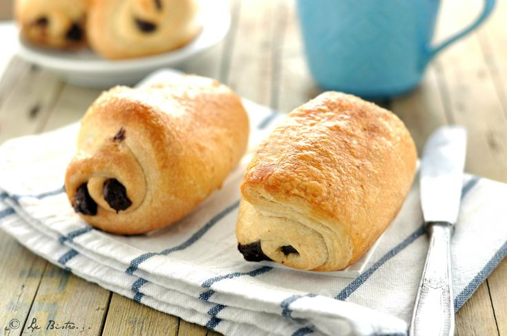 I Saccottini al cioccolato sono un dolce perfetto per la colazione. In Francia noti come pain au chocolat sono diventati famosi in tutto il mondo. Deliziosi