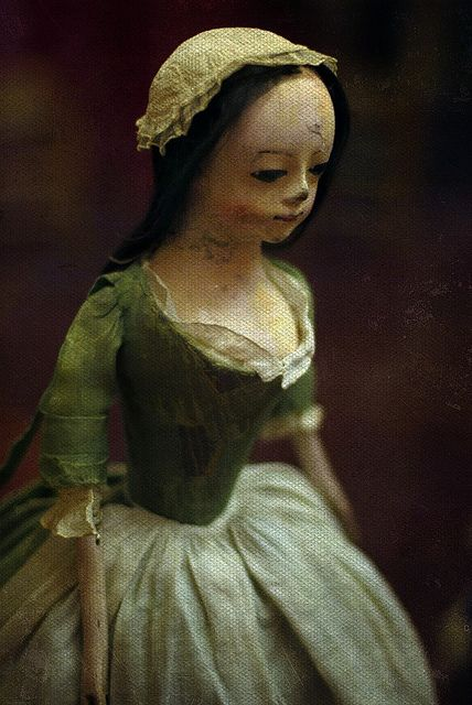 Queen Anne doll    18th century    Museum of Childhood, Edinburgh