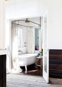 7 Vintage Bathrooms: Style and Function
