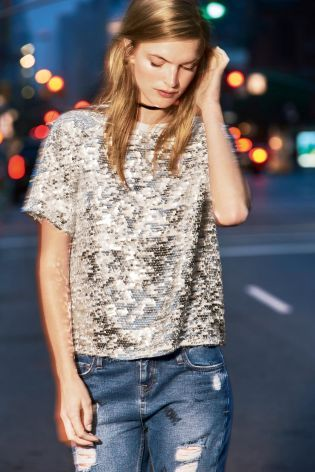 If you can't rock sequins in the winter months, when can you!? This pairing of silver with denim is a dreaaaaam for party season.