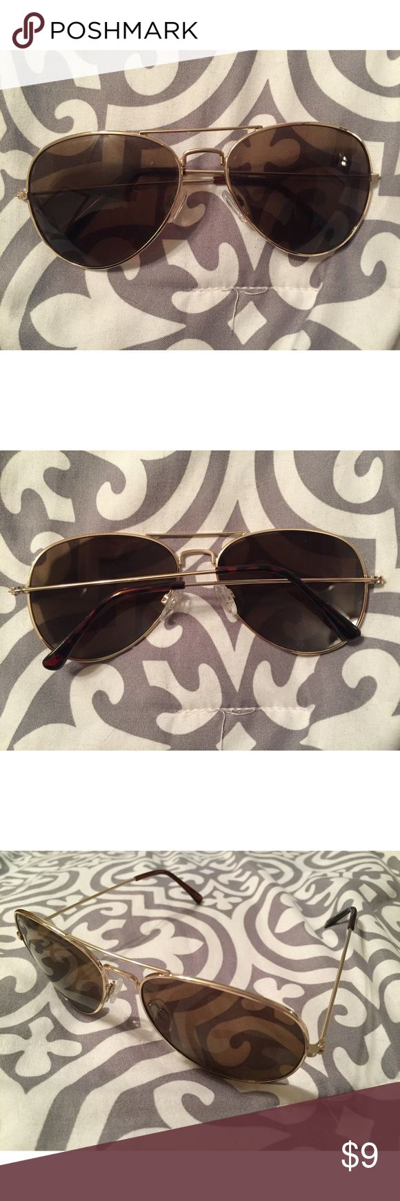 Women's Aviator Sunglasses These are a pair of women's aviator sunglasses that I purchased from Old Navy. They have only been worn once and are in excellent condition. Old Navy Accessories Sunglasses