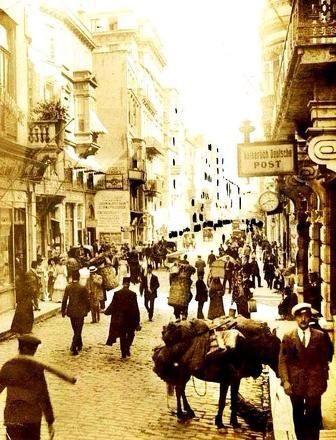Beyoğlu'nun sesini duyabiliyor musun? (1910) #oldphotos #eskiBeyoğlu #birzamanlar #istanbul #fotoğraf #istanlook