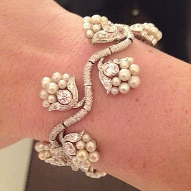 BHAGAT Natural Pearl and Diamond Bracelet #BhagatJewels #NaturalPearls #FDGallery #FDGallery_SOLD
