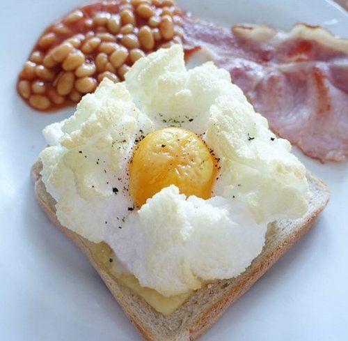 «Облачная яичница» сводит с ума любителей необычных завтраков