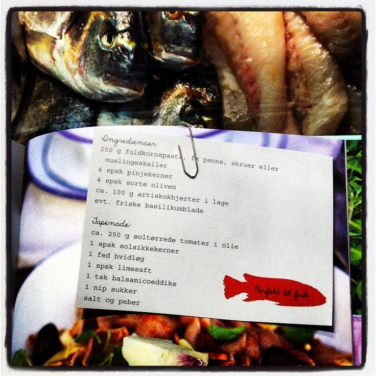 Pastasalat med pinjekerner, oliven og artiskok - perfekt til fisk! Fra Ditte Ingemanns nye kogebog SALATER FRA THE FOOD CLUB.