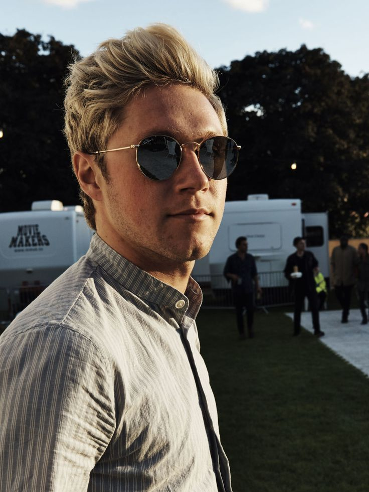 Niall Horan chills at BST Hyde Park, looks like a real life Prince Charming