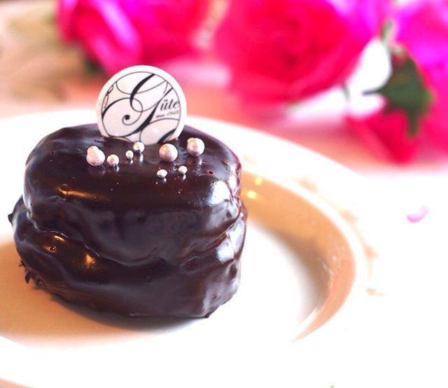グルテンフリー、卵、乳製品、白砂糖不使用の究極のビューティチョコレートケーキ♡ビューティスイーツ誕生までの裏側、ブログに書いてみました♡  #クリスマスレッスン#クリスマスケーキ#スイーツレッスン#お菓子教室#レッスン#グルテンフリー#卵不使用#乳製品不使用#foodporn #ビューティスイーツコンシェルジュ#伊藤けいこ #instafood#glutenfree #マクロビ#マクロビスイーツ#マクロビクッキー#ビューティースイーツ#身体に優しいおやつ#優しいスイーツ#nomnom#yummy#手作りおやつ#お菓子作り#手作りスイーツ#vegan #vegansweets#ザッハトルテ#xmas #裏側  Yummery - best recipes. Follow Us! #foodporn