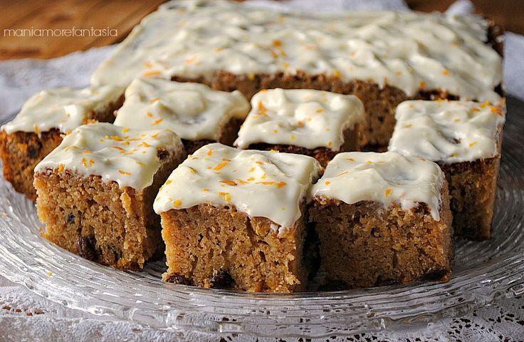 Una torta alla zucca profumatissima grazie ad un mix di spezie fantastico, soffice e umida quanto basta. La cheesecream la completa e la rende golosissima!