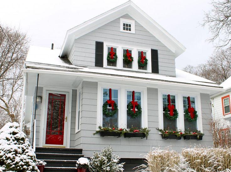 Home Decor Ideas - Evergreen Holiday Wreaths on Windows