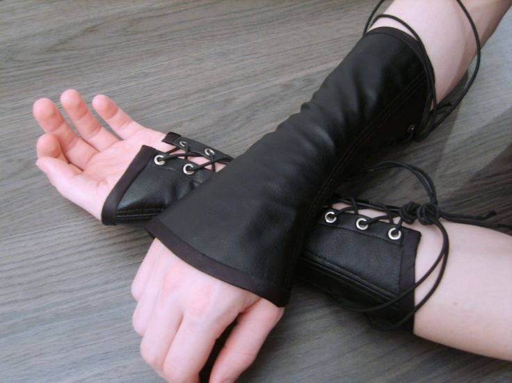 Free Leather Wrist Guards/Bracers Pattern (Fantasy/Cosplay/Costume/Steampunk)