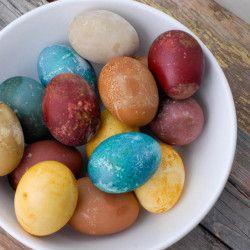 Πασχαλινά αυγά βαμμένα από φυτά