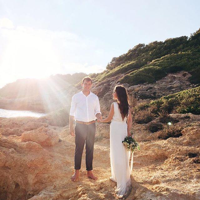 Если у вас есть возможность провести свадебную съемку в другой день, делайте именно так! ✨А на самой свадьбе наслаждайтесь общением со своими гостями 💛 особенно, если они приехали к вам из разных стран! #julyeventru #Julyevent #Julyeventinspain photo by @marymoon_iphoto #2wbbwed