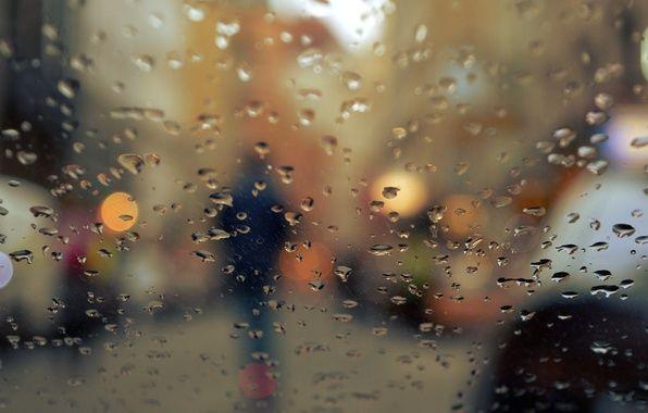 Обои на рабочий стол. Обои капли, осень, силуэт, человек, боке, огни, город, дождь, стекло скачать.