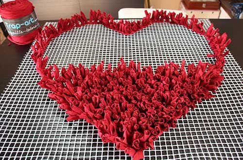 Un corazón a tus pies: alfombra de trapillo