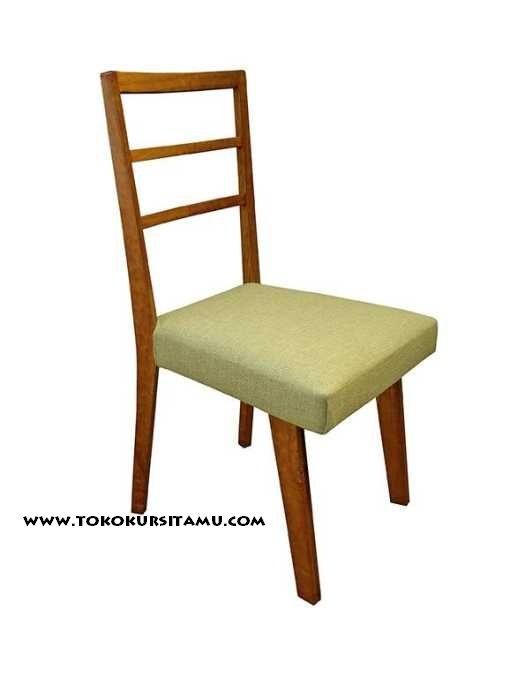Kursi Cafe Jati Modern KCF-005 ini mempunyai dudukan yang empuk sehingga nyaman saat diduduki serta mengusung desain dengan konsep modern minimalis.