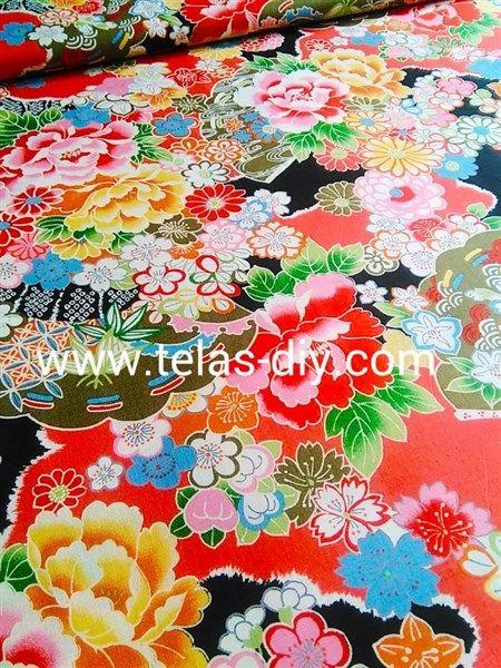 Tela de patchwork japonés con flores asiáticas en fondo negro