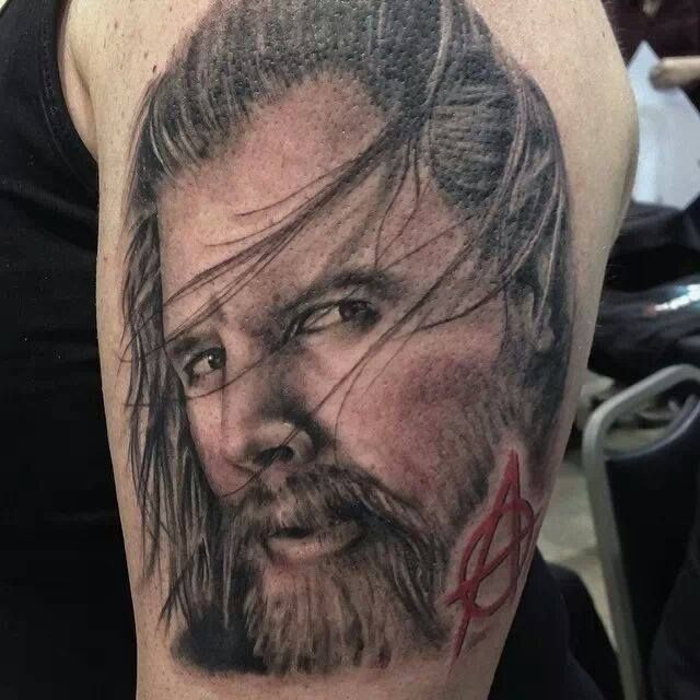 13 Unbelievable Sons of Anarchy Tattoos - Wow! Love this Opie Tribute Tattoo. Check out the list: http://www.soafanatic.com/2015/08/unbelieveable-sons-of-anarchy-tattoos/?ref=pinterest-1620