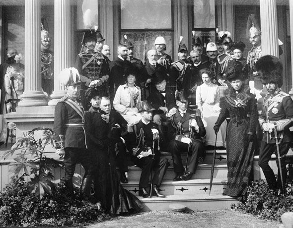 toronto 1900s The future George V poses for a photo with local dignitaries in 1901.