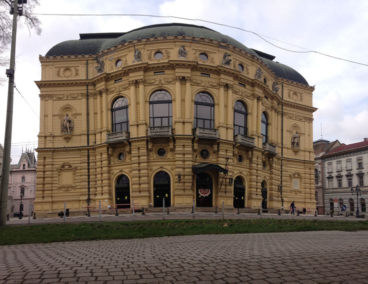Theatre of Szeged (lol the broken lines on the top of the picture.. yea, its a panorama photo)