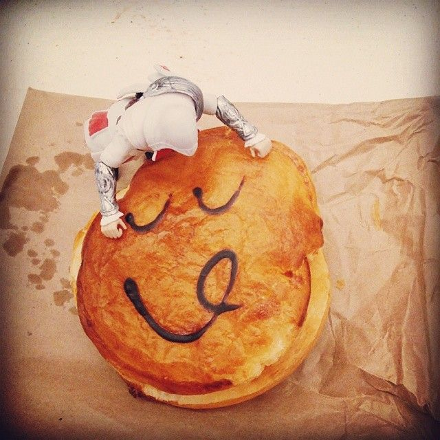 """In the antipodes they make a shell of pastry and fill it with meat, then draw a face on it. They call this creation a """"pie"""" and I like it. I like it a lot. #Pie #Australia #PieFace #WhyDontWeHaveThisInItaly #WhatWillTheyThinkOfNext"""