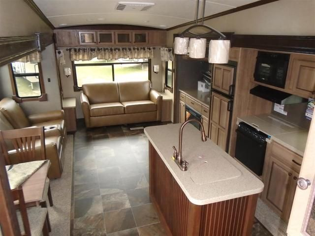 2016 New Shasta Phoenix 33CK Fifth Wheel in North Carolina NC.Recreational Vehicle, rv, 2016 Shasta Phoenix33CK, 15K BTU A/C IPO 13.5K, 2nd A/C in Bedroom, 39in LED Flat Screen TV, 4pt. Leveling System, Fantastic Fan- Living Room, Fly To The Sun Pkg, Theater Seating IPO Recliners, Wings of Flight Pkg,