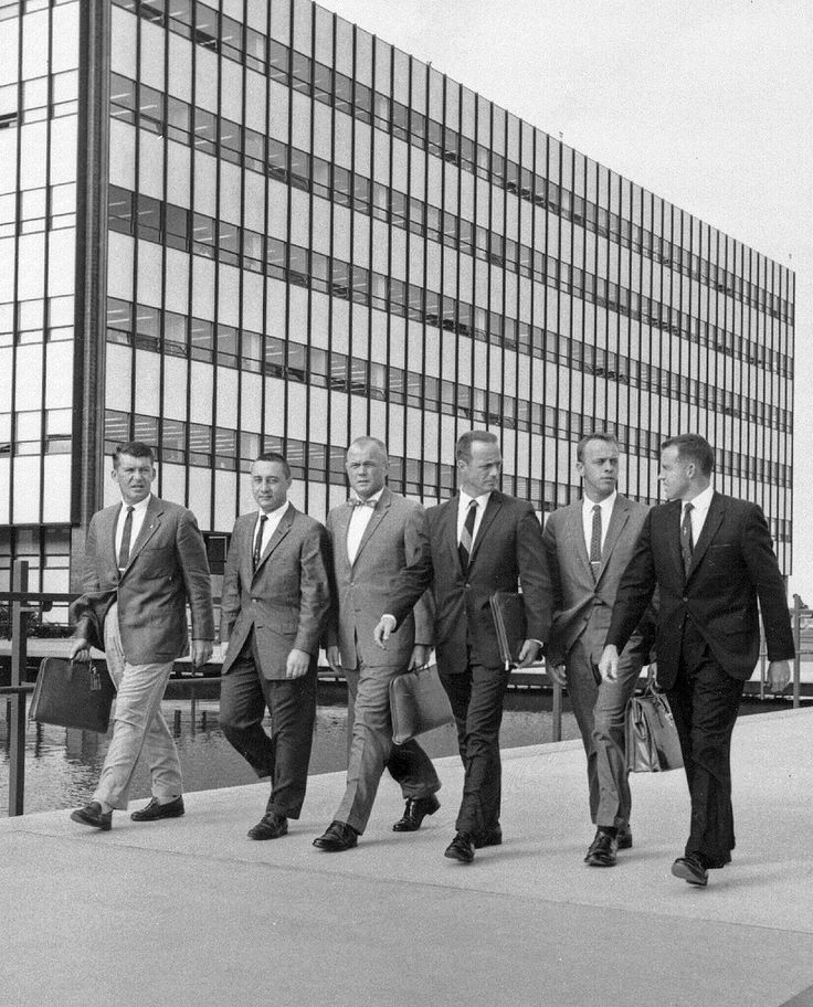 SDASM Catalog #: 14_000233 Catalog or Negative #: 38207A Year: 1959 Corp. Name: General Dynamics/Convair Astronautics Title: Facilities-Kearny Mesa Description: VIPs walking in front of Build 1 at KM Media (negative size): 4x5 b&w negative Repository: San Diego Air and Space Museum Archive
