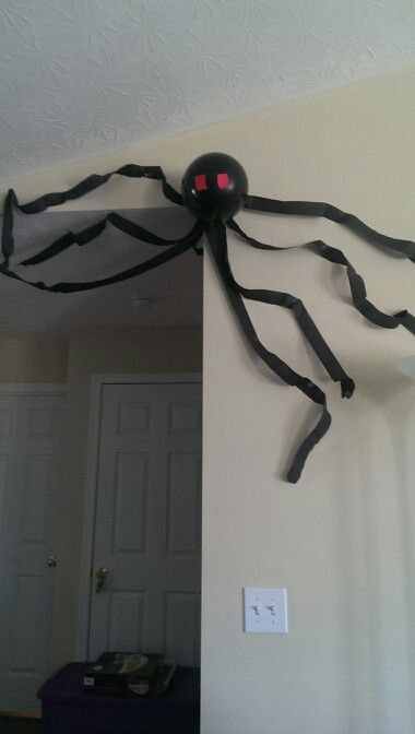 minecraft spider from black balloon and black streamers--easy way to decorate the space