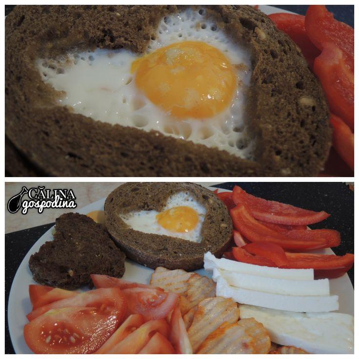 Ochi în formă de inimă, învelit în pâine // Heart shaped blanket egg