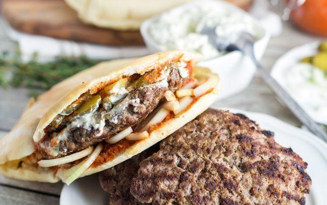 Pleşcaviţa sârbească, care bate hamburgerul american şi  shaorma turcească. Cum se prepară rapid acasă