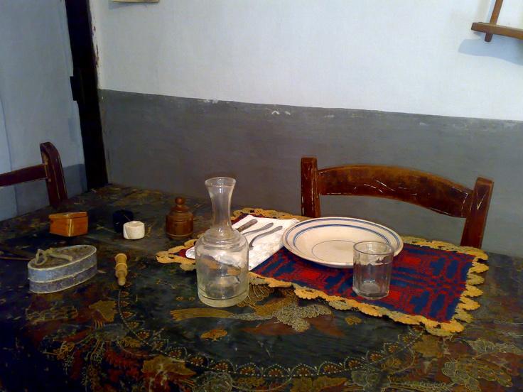 La tavola di una vecchia casa di Castel del Monte.