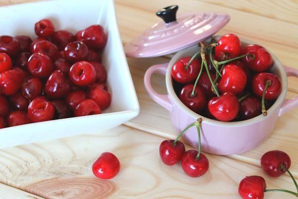 Cómo deshuesar cerezas de forma rápida y fácil. ¡Qué útil!