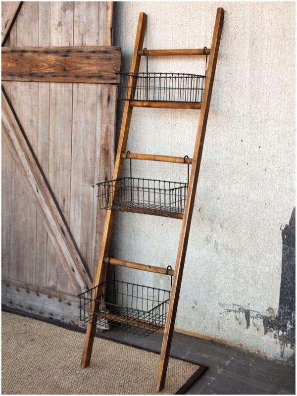 Escada com cestos.                                                                                                                                                                                 Mais