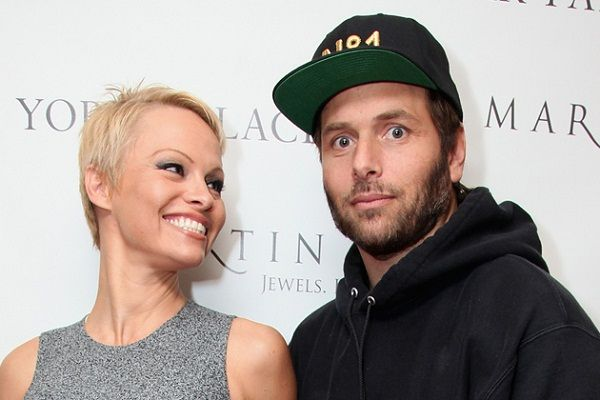 Pamela Anderson Again Stays With Husband Rick Salomon, Withdrew Divorce File #Modelactress, #PamelaAnderson, #RickSalomon, #SLSVegasHotel