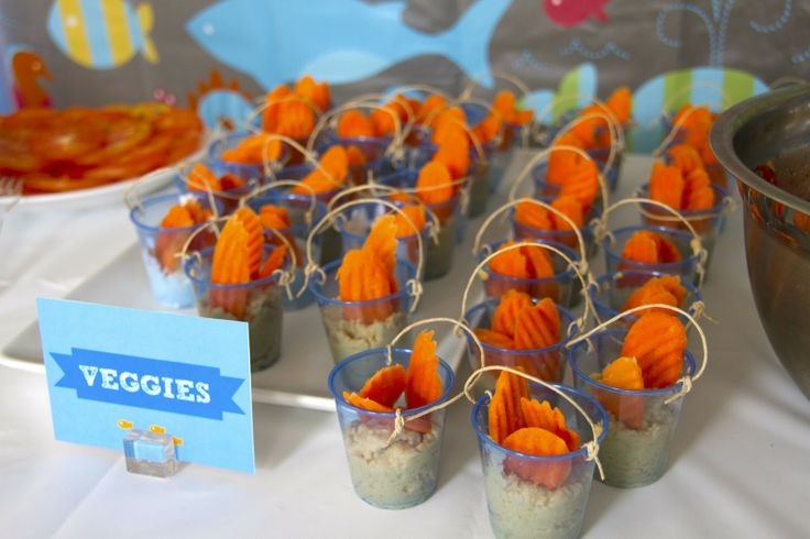Hummus and veggie dip cups. Adorable presentation! Mini plastic cups (Target often carries these) with hummus and crinkle-cut carrots. - Bubble Guppies Party Food