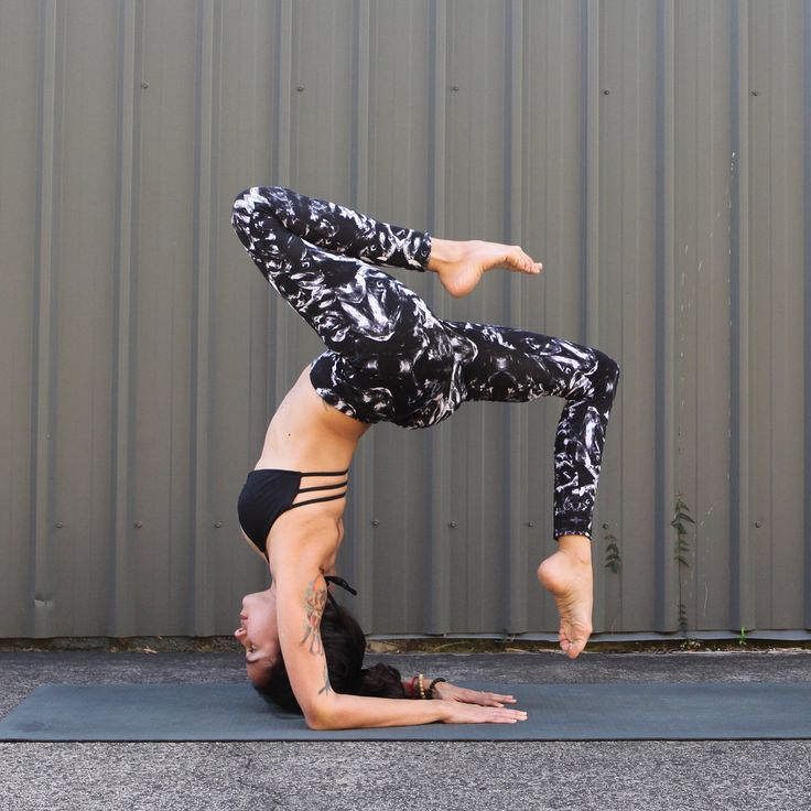 Hollowback #yoga #inversion #inspiration #fitspo