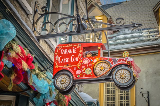 Sign Red in Québec