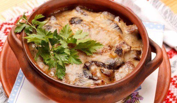 Баклажаны, запеченные с грибами в горшочке